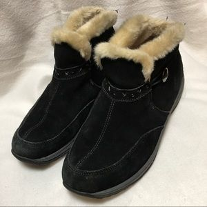 Easy Spirit Black Suede Ankle Winter Boots